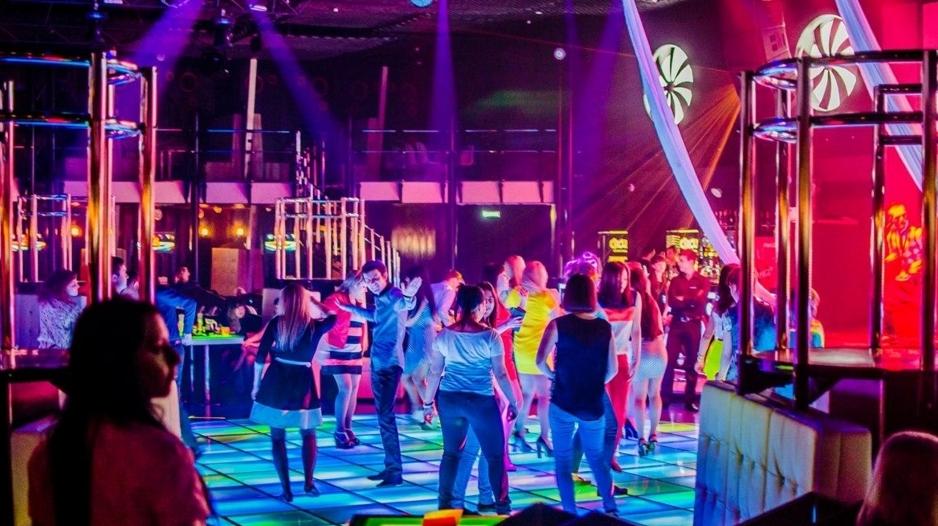 Ночной клуб циркус сочи фитнес клубы с бассейнами в москве юзао