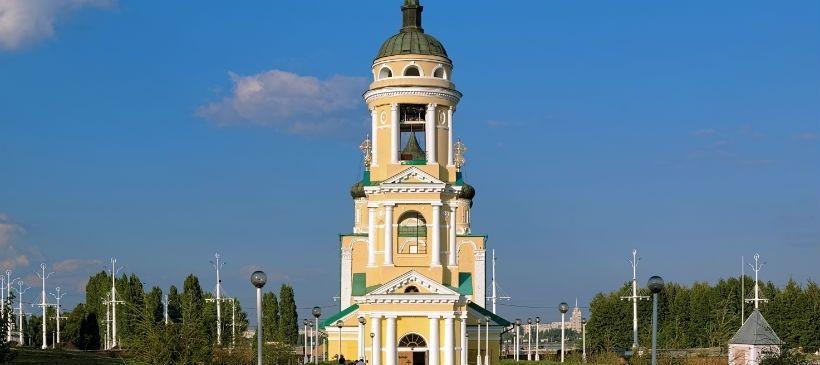 Адмиралтейская площадь и Успенская церковь