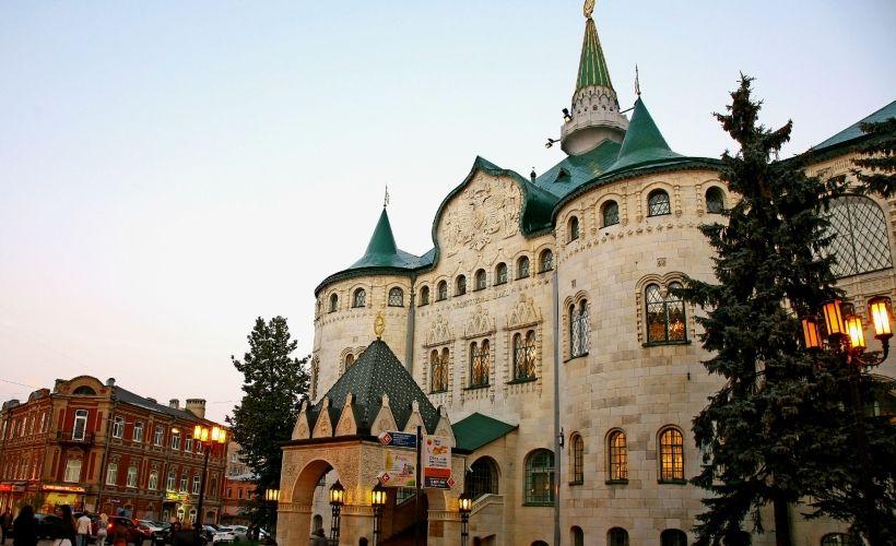 Большая Покровская и Здание Госбанка