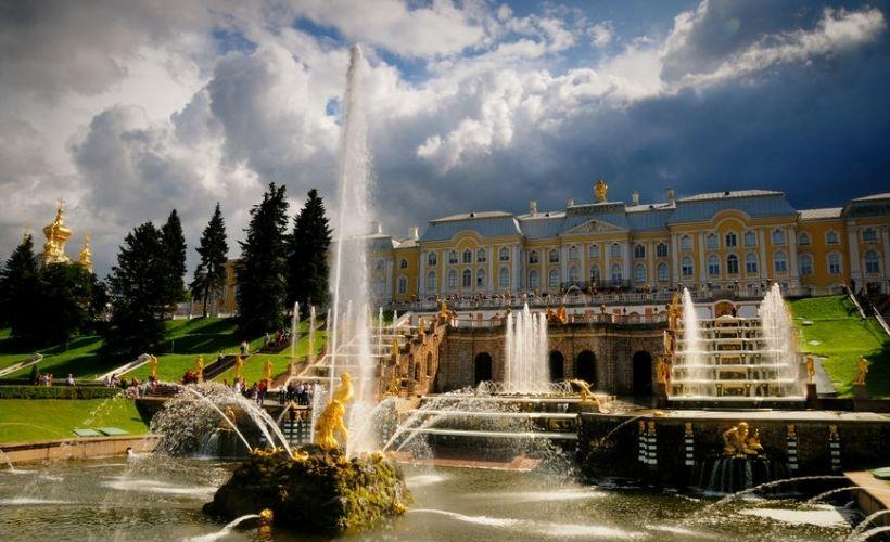 Полюбоваться на фонтаны Петродворца