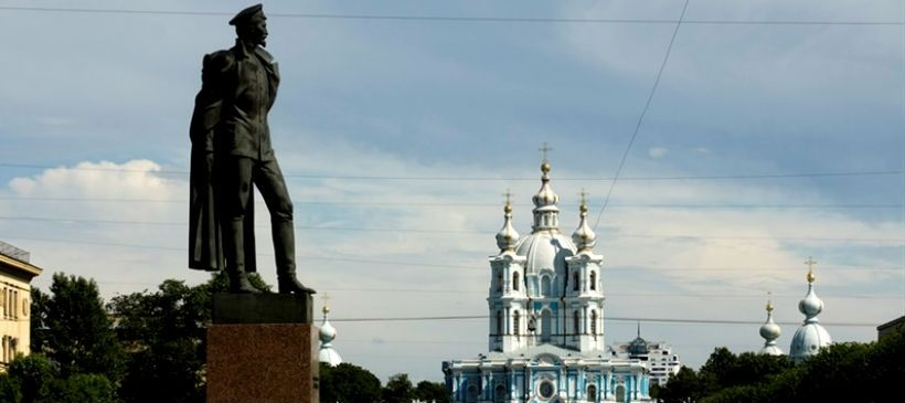 Памятник Дзержинскому у метро «Чернышевская»