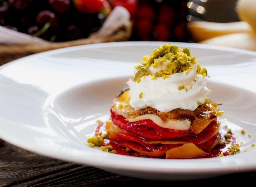 Лазанья из манго и клубники в ресторане «Донна Маргарита»