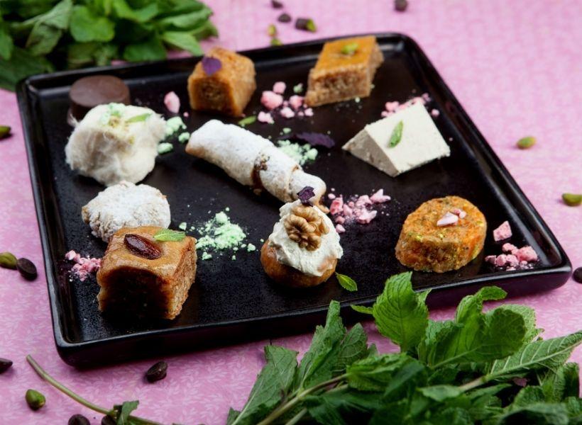 Ассорти турецких десертов в ресторане «Турецкий гамбит»