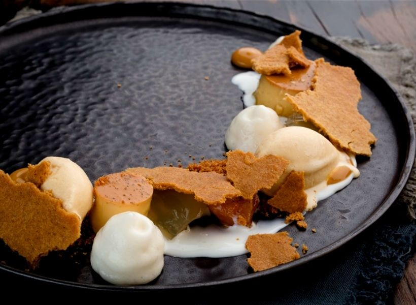 Десерт «Яблоко и мисо» в ресторане «Фаренгейт»