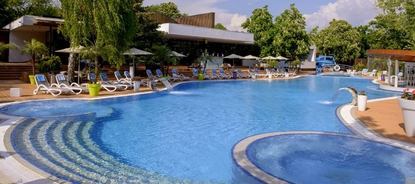Pool cafe St. Tropez