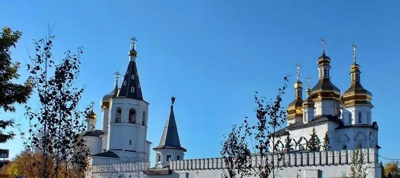 Свято-Троицкий мужской монастырь и сквер святителя Филофея