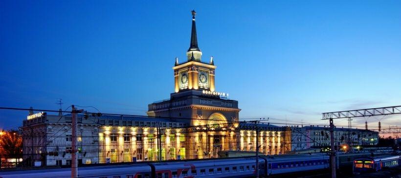 Здание Центрального ж/д вокзала и фонтан «Детский хоровод»