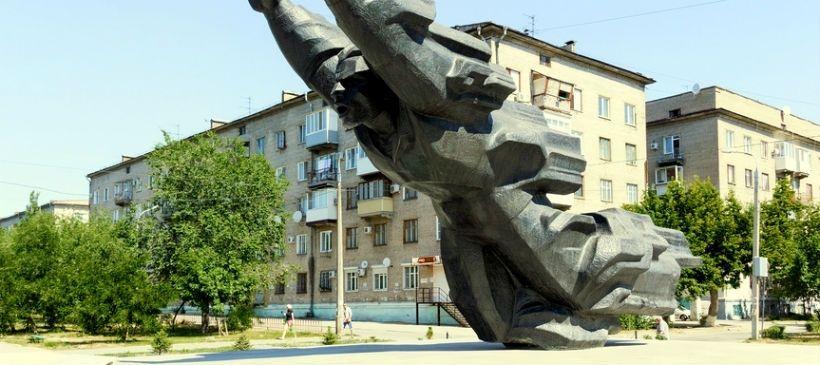 Сквер на проспекте Металлургов