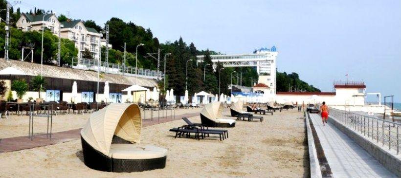 Песчаный пляж Swissotel Sochi Kamelia