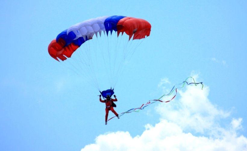 Прыжок с парашютом с авиационно-спортивным клубом «Юный ястреб»