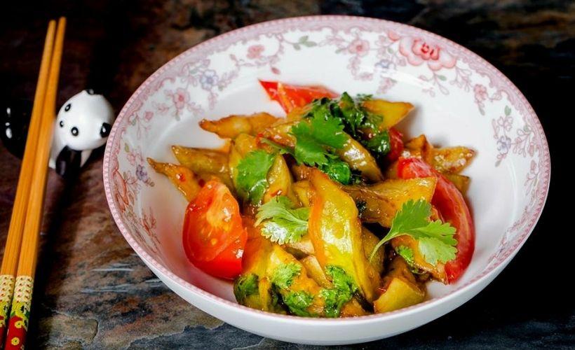 Салат из баклажанов с помидорами в GUTAI