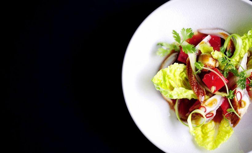 Салат с маринованным арбузом и копченым угрем в ресторане Zodiac