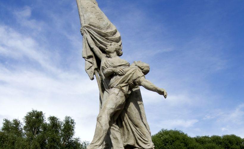 Часовня Ильи Пророка и Памятник Борцам революции