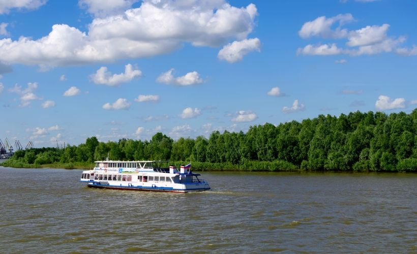 Речной порт, прогулка по Иртышу