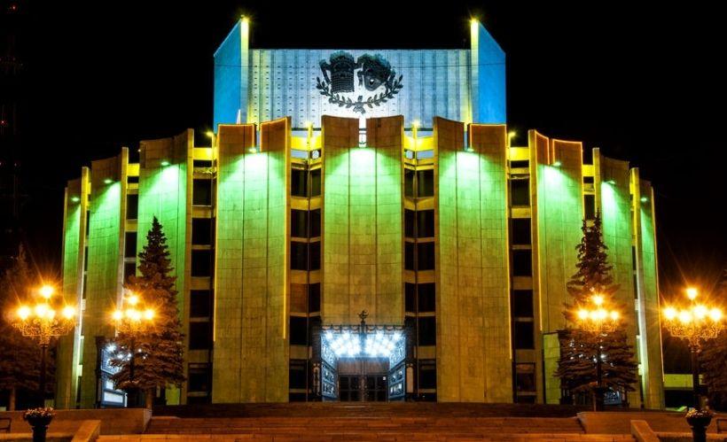 Театральная площадь и Челябинский Государственный академический театр драмы им. Н. Орлова