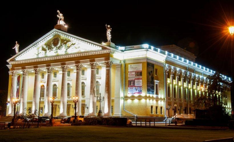 Площадь Ярославского и Челябинский Государственный академический театр оперы и балета им. М.И. Глинки