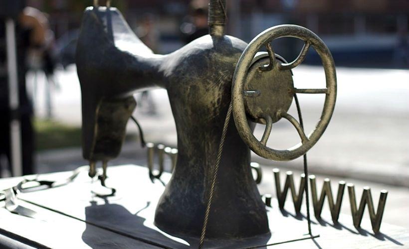 Эконом памятник Арка с резным профилем Маркс Мраморный крестик Волжская