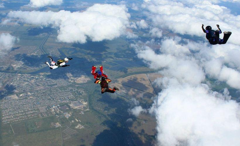 Прыжки с парашютом с DropZone