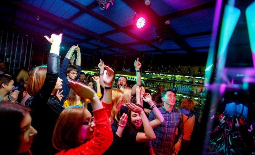Клубы волгограда для мужчин яхт клуб москва бассейн