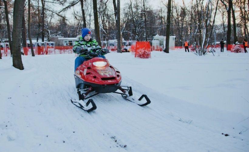 Снегоход, зимний велосипед и банан
