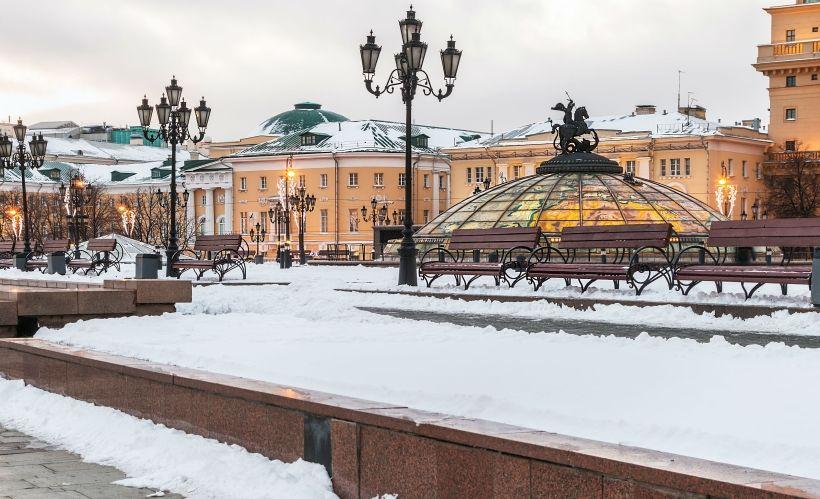 Отправиться на экскурсию по праздничной Москве