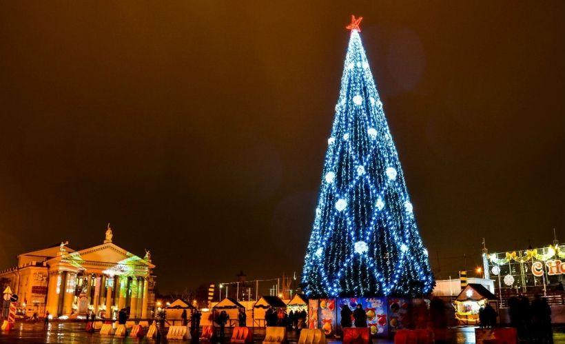Новогодние гулянья на площади Павших Борцов