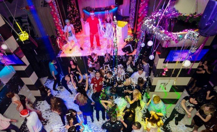 Танцевальная новогодняя ночь в клубе Vinyl