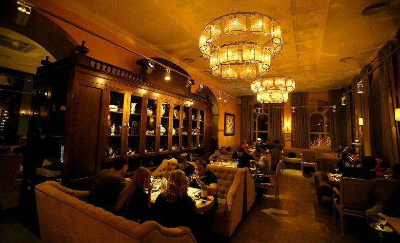 Романтический вечер в кафе
