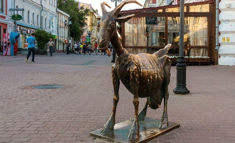Памятник «Веселая коза»