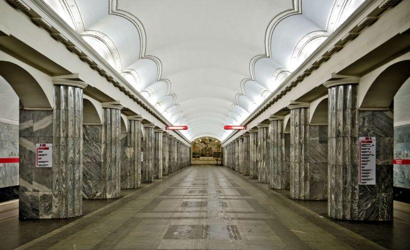 «Балтийская»: адмиралы в метро
