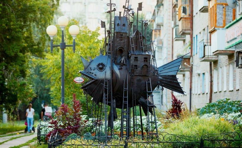 Памятник «Чудо-юдо-рыба-кит» или «Коммунальный карась»