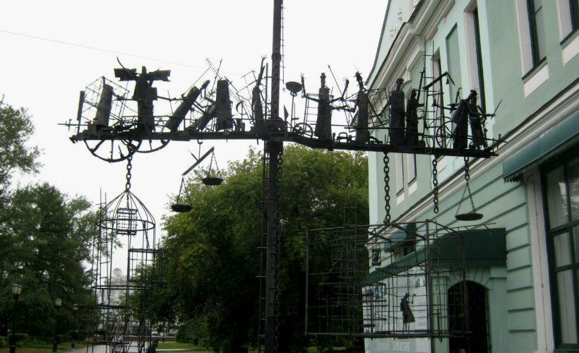 Памятник «Весы бытия»