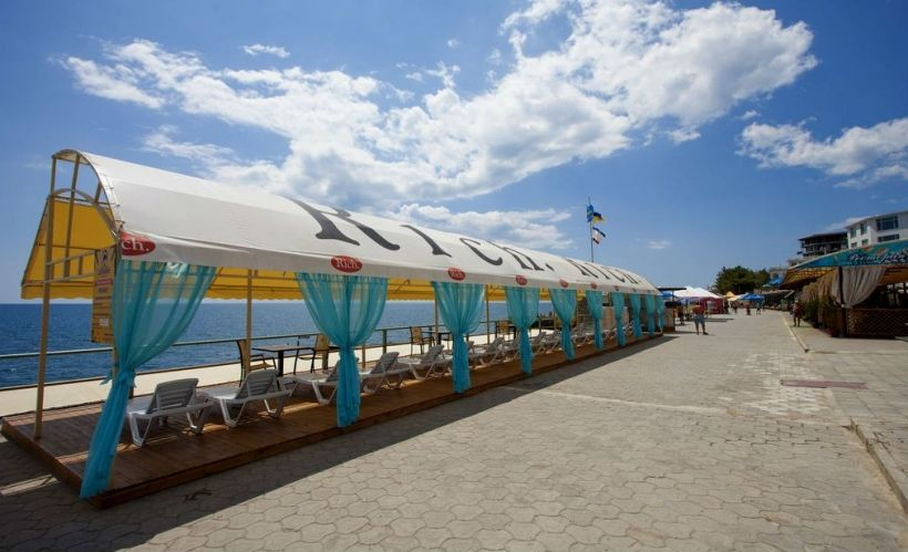Пляж Дельфин в Ялте