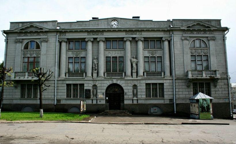 Музей промышленности и искусства (внешний осмотр)
