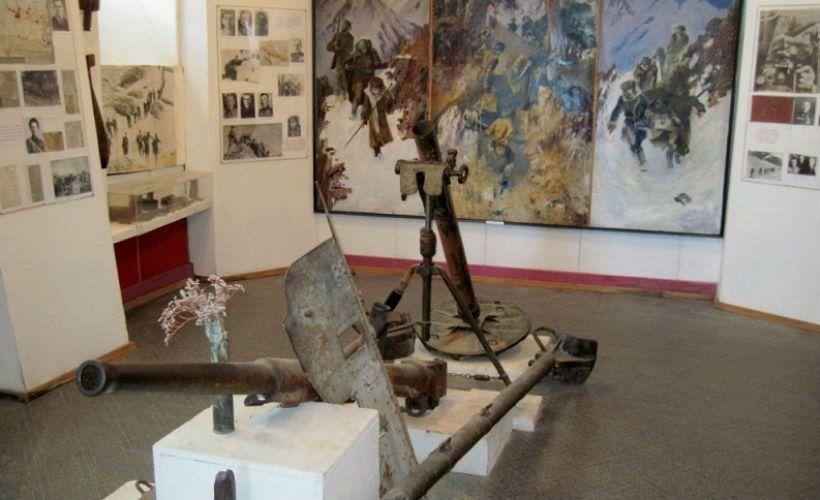 Посетить музей обороны Приэльбрусья