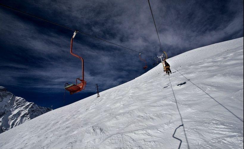 Подняться на гору на первой в стране канатной дороге