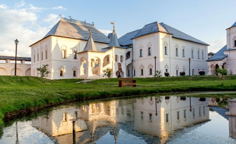Церковь Иоанна Богослова и Красные палаты