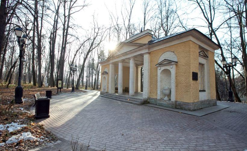Арка-руина и павильон «Нерастанкино»