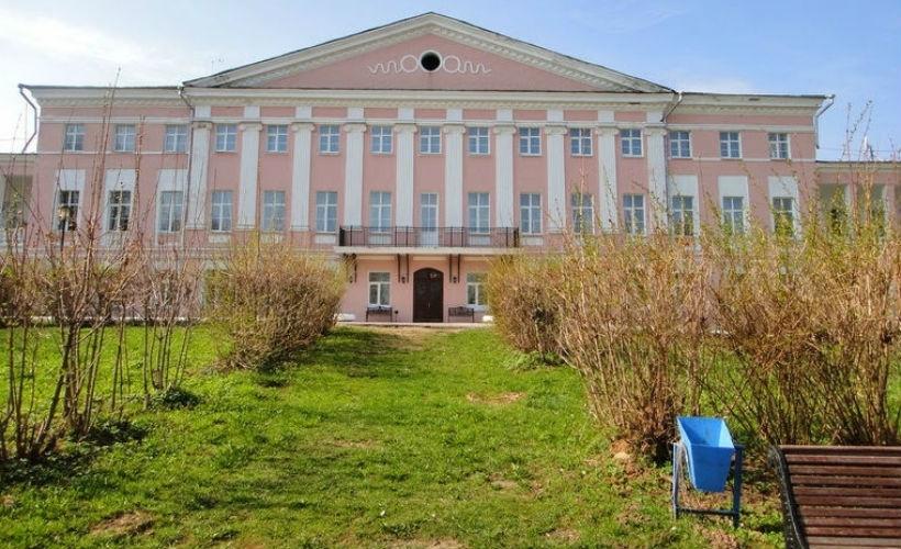 Узнать историю рода Толстых в усадьбе Ельцы