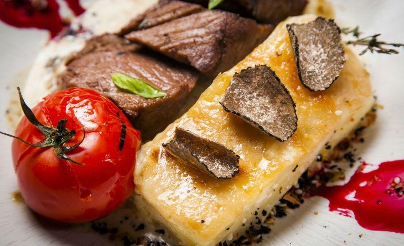 Гратен с телятиной и черным трюфелем в ресторане «Москафе»