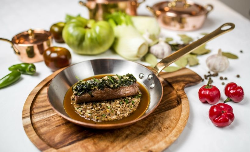 Жаркое из ягненка с водорослями вакаме и устрицами в Le Restaurant
