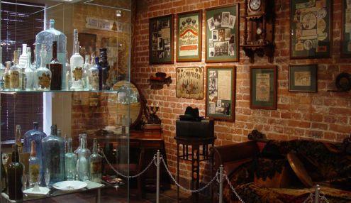 Выставочный зал-музей завода «Кристалл»
