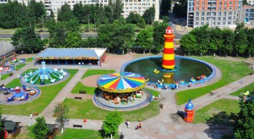 Парк аттракционов в парке им. Есенина