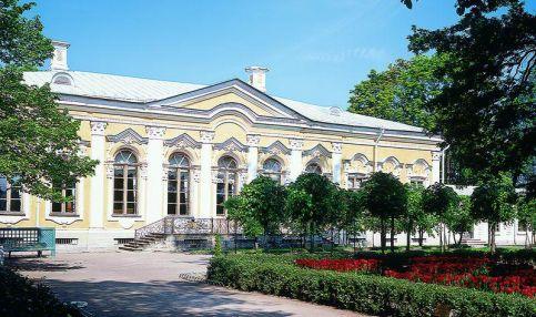 Екатерининский корпус дворца Монплезир