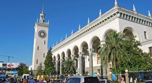 Здание Железнодорожного вокзала Сочи