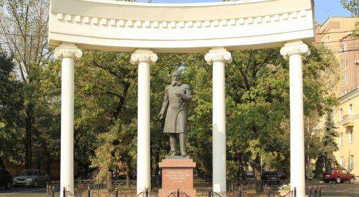 Памятник генерал-губернатору Н.Е. Никифораки