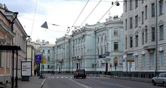Улица Полянка