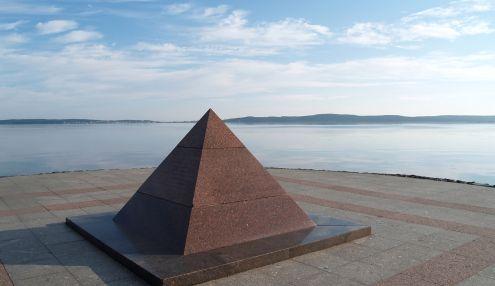 Пирамида к 300-летию Петрозаводска
