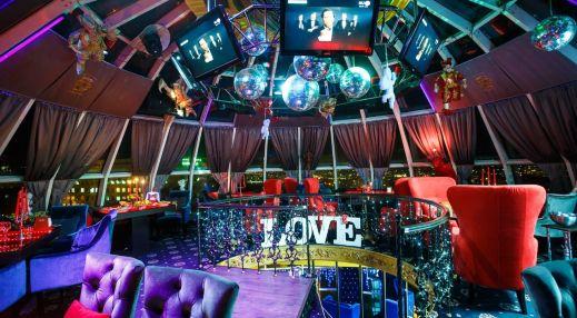 Пятигорские ночные клубы танцующий парень в ночном клубе