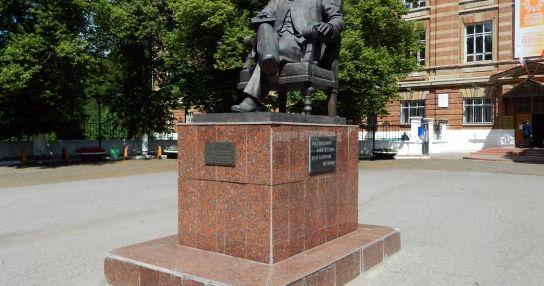 Памятник Д.И. Стахееву